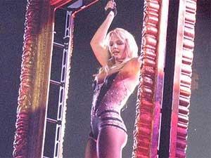 Britney Spears Rihanna Liplock Kiss 250511 Aid