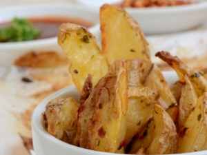 Crispy Herb Potato Wedges
