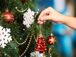 Step By Step Guide To Decorate Your Christmas Tree