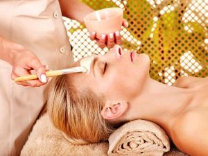 Sixteen Home Remedies To Remove Sun Tan