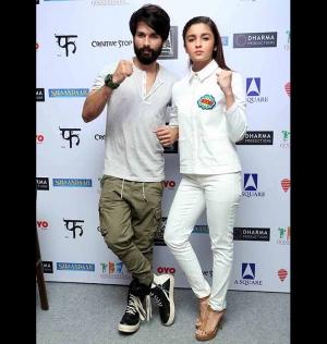 Alia Bhatt Shahid Kapoor Promoting Shaandaar Movie In New Delhi