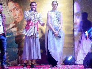 Deepika Padukone Ranveer Singh Promoting Bajirao Mastani In Ahemdabad