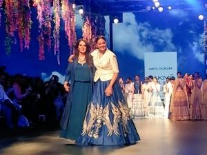 Sonakshi Sinha Walks For Anita Dongre Lakme Fashion Week