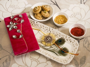 Different Varieties Of Rakhi For Your Brother