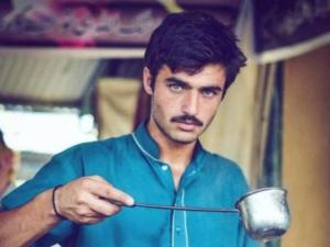 Pakistani Chaiwala Becomes The New Internet Sensation