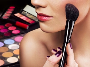Health Hazards Of Using Excess Make Up