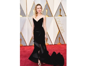 Black Outfits At Oscars 2017 Red Carpet