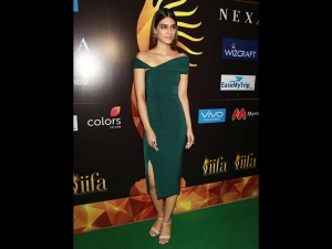 Kriti Sanon Flaunts Her Classy Look At An Iifa Awards Event