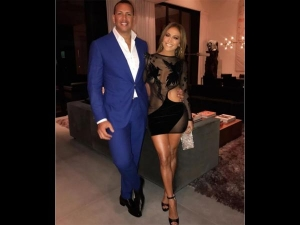 Jennifer Lopez Turned Hotter Her 48th Birthday Look