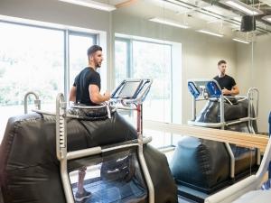 Anti Gravity Treadmill May Boost Confidence Post Knee Surger