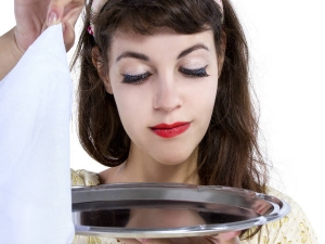 Waitress With Revealing Clothes May Suffer Anxiety Disorders