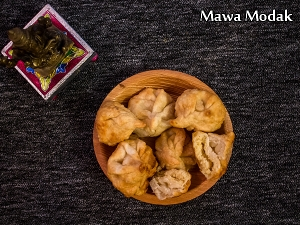 Fried Mawa Modak