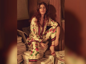 Twinkle Khanna S Look Vogue Magazine S Photo Shoot Got Trolled