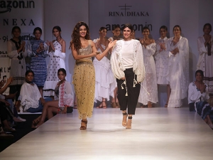 Aifw Ss 18 Nidhhi Agerwal Shimmered The Ramp With Her Walk In Rina Dhaka