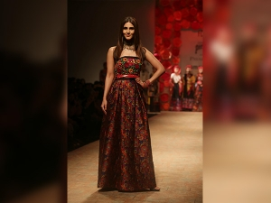 Aifw Ss 18 Vaani Kapoor S Magical Floral Look Was Enthralli