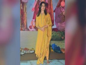 Alia Bhatt S Girl Next Door Look Durga Puja