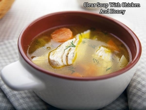 Clear Soup With Chicken And Honey For Ramzan