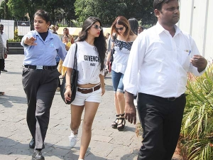 Hotness A Bunch Srk S Family Friends Styled With Swag En Route To Alibaug