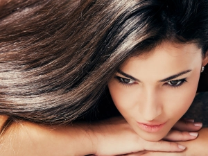How To Get Shiny And Smooth Hair With Vitamin E Oil