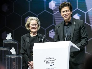 SRK Got Awarded At The World Economic Forum Being A Style Dapper