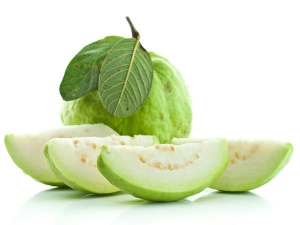 Get Glowing Skin With These Guava Face Packs