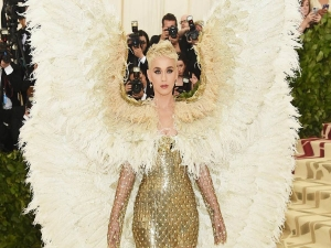 Met Gala 2018 Katy Takes The Theme Too Seriously Stuns Anyway