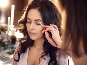 Here Are Some Basic Tips On Bridal Makeup To Follow