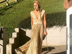 Lisa Haydon S All Golden Look Will Put You Into Trance