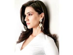 Kriti's Sanon Ups The Sexy Quotient In This White Dress.