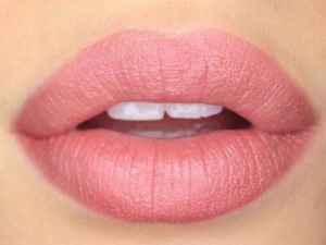 How To Treat Swollen Lips