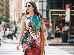 Woah Mahira Khan S This Colourful Attire Will Certainly Tak