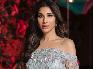Sophie Choudry S Modern Lehenga Is Perfect Brides Who Want L