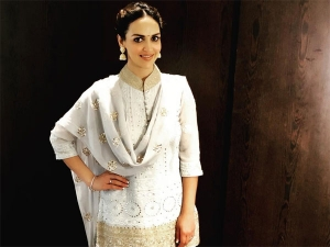 Wow Esha Deol S Traditional Wear Is A Mix Of Subtle Prints Loud M