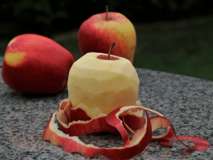 Peeled Or Unpeeled Apple Which One Should You Eat
