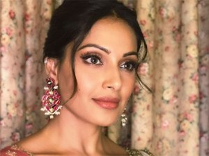 Bipasha Basu's Ethnic Number Is A Harmonious Mix Of Two Contrasting Patterns