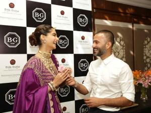 Sonam Kapoor S Bejewelled Look At Ramp Show New Delhi