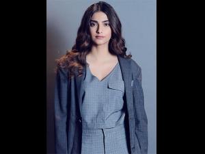 Sonam Kapoor Vintage Outfit Twinkle Khanna S Book Launch