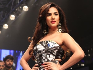 Sonal Chauhan Quirky Dress At Delhi Times Fashion Week