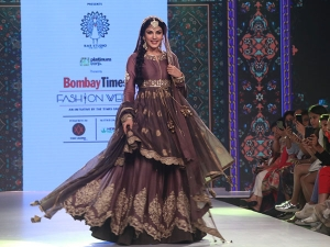 Rhea Chakraborty Showstopper Attire At Bombay Times Fashion Fashion Week