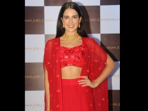 Isabelle Kaif S Red Outfit Bandhan Jewels Event