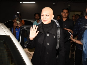 Sonali Bendre All Black Airport Look