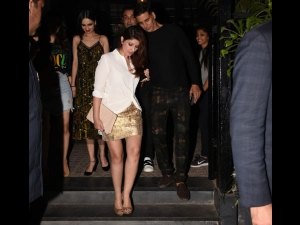 Twinkle Khanna A Glam Casual Dress Her Pre Anniversary Celebration Party