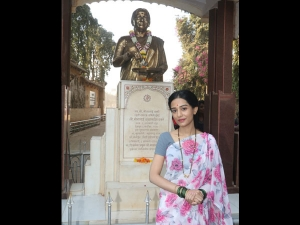 Amrita Rao Dressed As Meena Tai Thackeray Thackeray Promotion