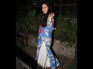 Isabelle Kaif Spotted With Parents A Casual Floral Outfit Photoshoot
