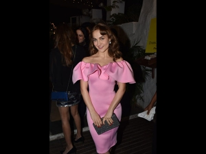 Elli Avram A Pink Dress At Daboo Ratnani S Calendar Launch Event