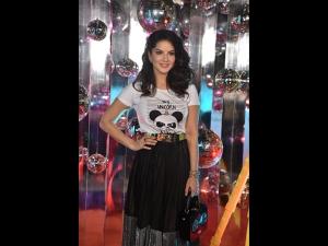 Sunny Leone A Quirky Attire At Daboo Ratnani S Calendar Launch Event