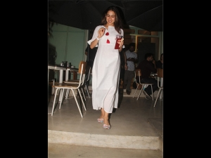 Sara Ali Khan Spotted A Breezy Dress At Bandra Mumbai