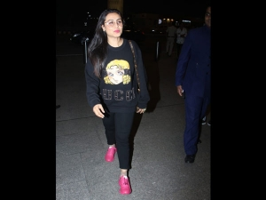 Rani Mukerji Spotted A Bright Quirky Outfit At The Airport