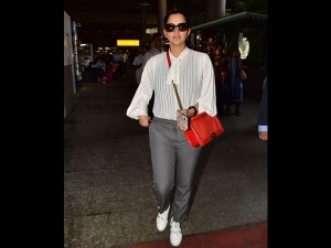 Sania Mirza Spotted A Formal Airport Look With Her Sister