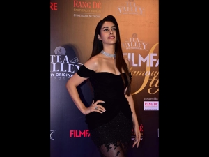 Warina Hussain A Black Gown At The Filmfare Glamour Style Awards